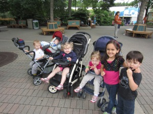 Ruthie and her cousins at the Indianapolis Zoo